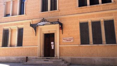 Photo of LA GIUNTA COMUNALE DELIBERA L'INTALLAZIONE DI TRE PANCHINE LETTERARIE NEI PRESSI DELLA BIBLIOTECA MINUZIANO.