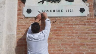 Photo of RIPRISTINATA LA LAPIDE AL MILITE IGNOTO DI PALAZZO CELESTINI IN PIAZZA MUNICIPIO.