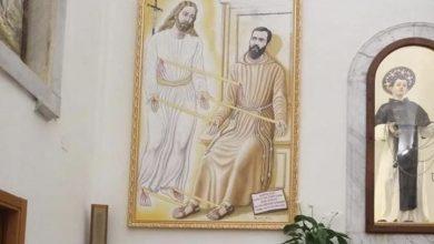 Photo of Alla Parrocchia delle Grazie inaugurato un quadro di Padre Pio stigmatizzato del pittore-scultore Alessandro Sernia